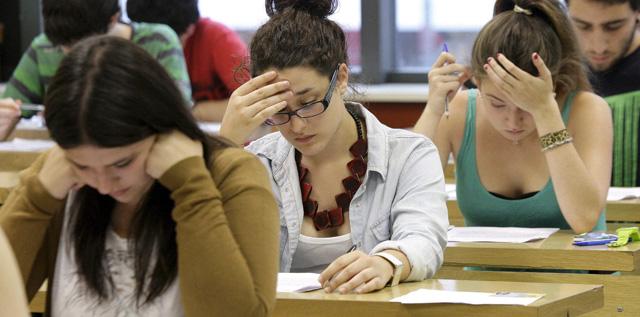 11% de jóvenes estudian y trabajan