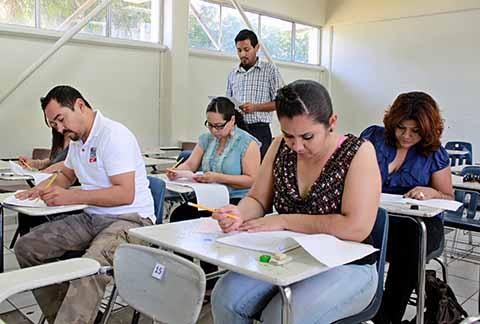 4 de cada 6 aspirantes a maestros, deficientes: SEP