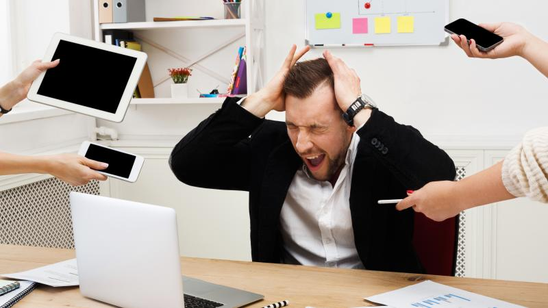 """42% de los empleados sufren estrés por estar siempre """"conectados"""""""