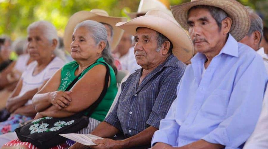 50% de adultos mayores viven de programas sociales