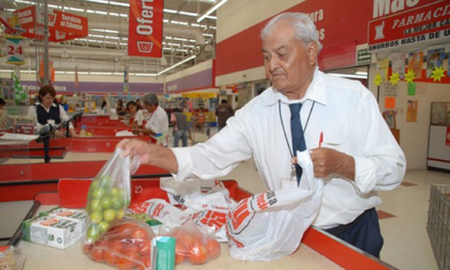 5.1 millones de adultos mayores labora en empleos informales