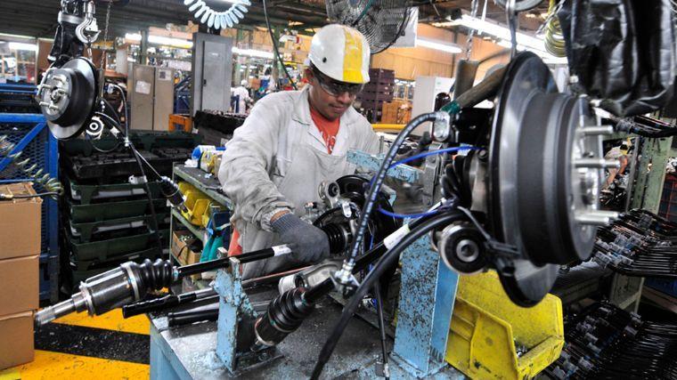 60% de mexicanos ve oportuna reapertura de fábricas tras confinamiento: Consulta Mitofsky