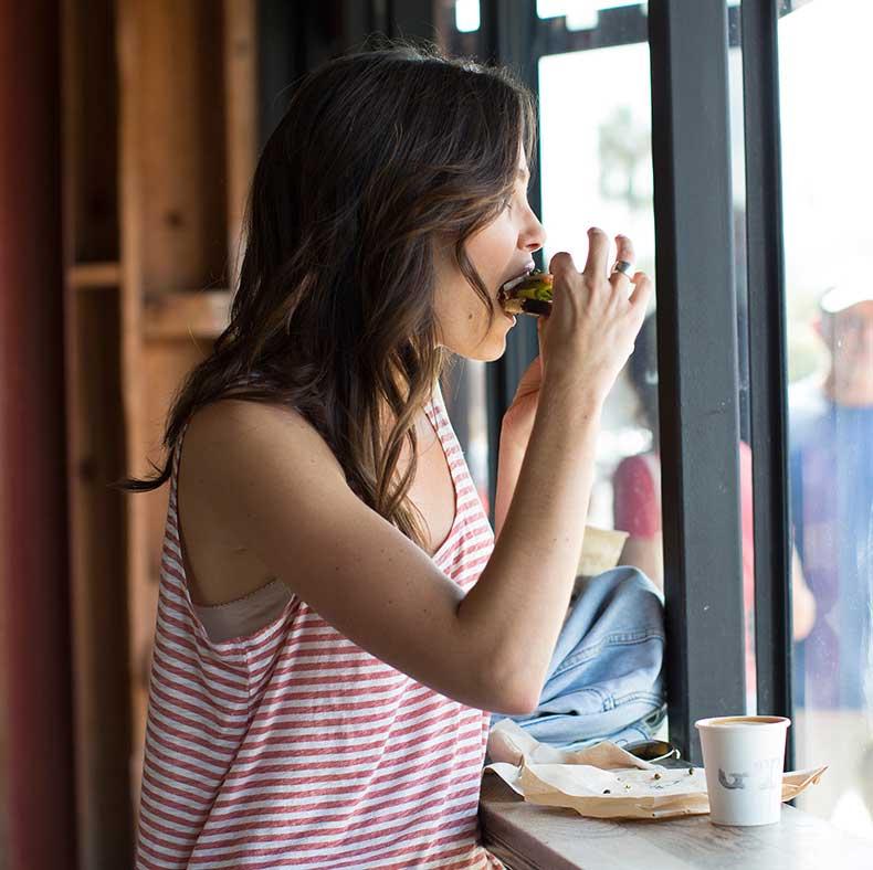 7 extraños trucos para evitar que comas en exceso