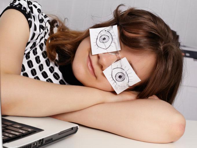 9  consejos para 'espantar' el sueño en la oficina