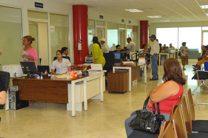 A la calle 200 empleados municipales de Torreón