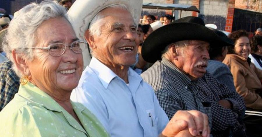 Abuelitos tendrían pensión del IMSS o Issste y ayuda de la Sedesol