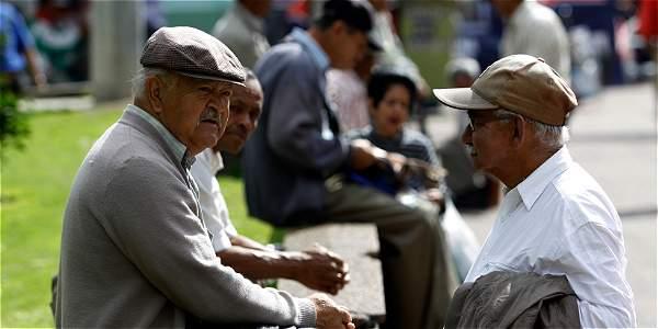 Adultos mayores a la deriva; 17% tiene pensión