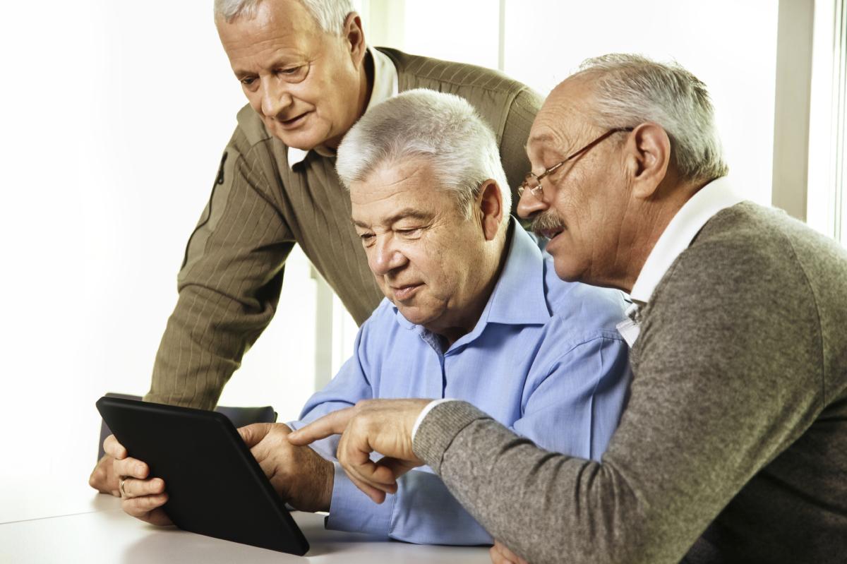 Adultos mayores pierden ahorros