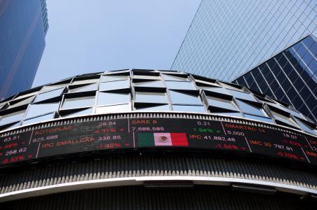 Advierten luces y sombras por alza en tasas de interés