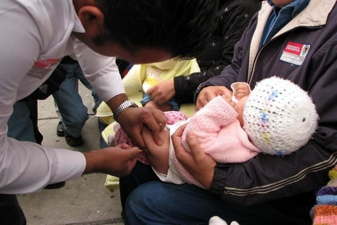 Afecta desabasto vacunación infantil
