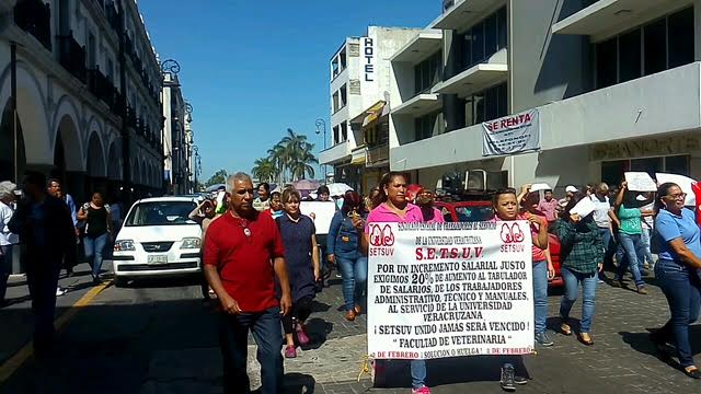 Amagan huelga en Universidad Veracruzana