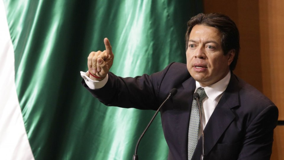 AMLO felicita a diputados de Morena por la Ley de Remuneraciones