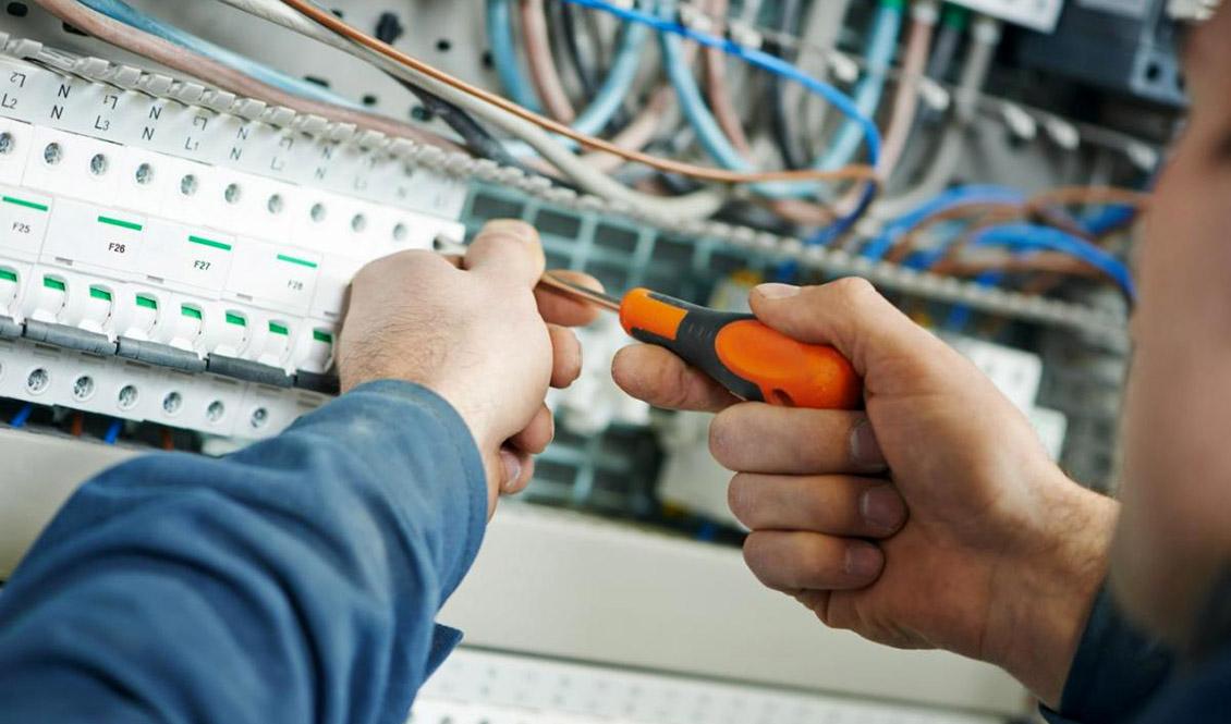 Amplían electricistas negocios y empresas