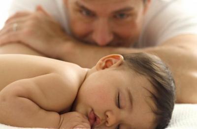 Analiza Senado reformas para ampliar licencia de maternidad y paternidad
