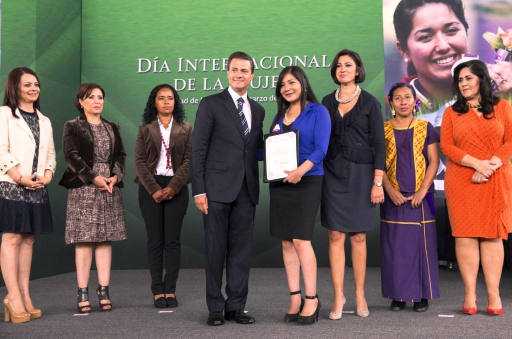 Anuncia EPN respaldo a mujeres emprendedoras