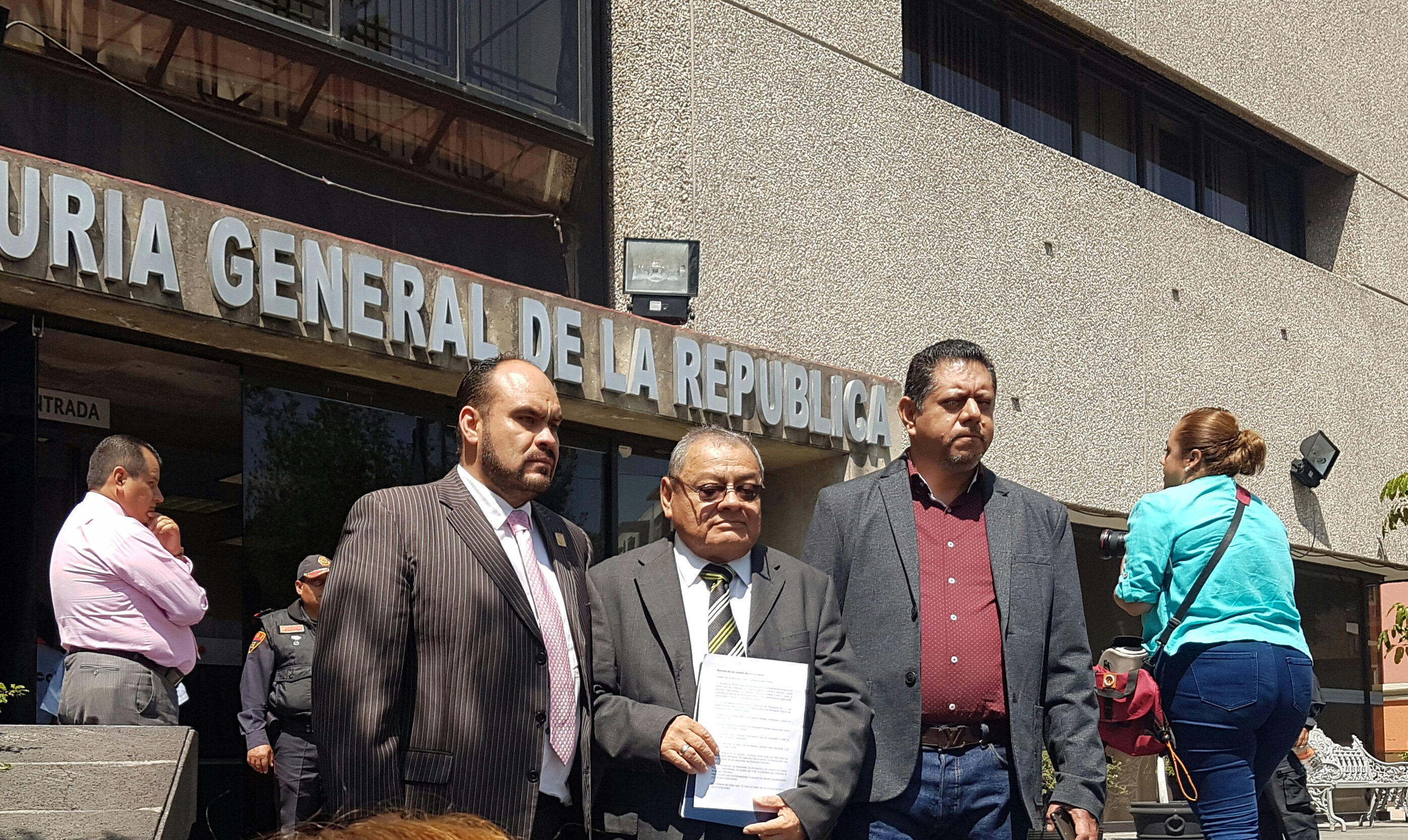 Arremeten contra Romero Deschamps