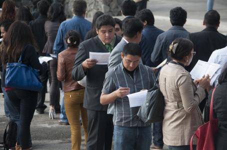 Aumenta desempleo al final del 2015