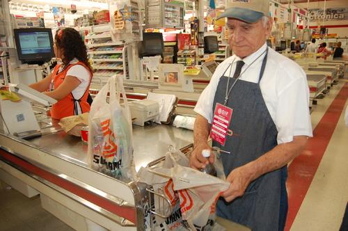 Aumentan 10.5 % los adultos mayores que todavía trabajan