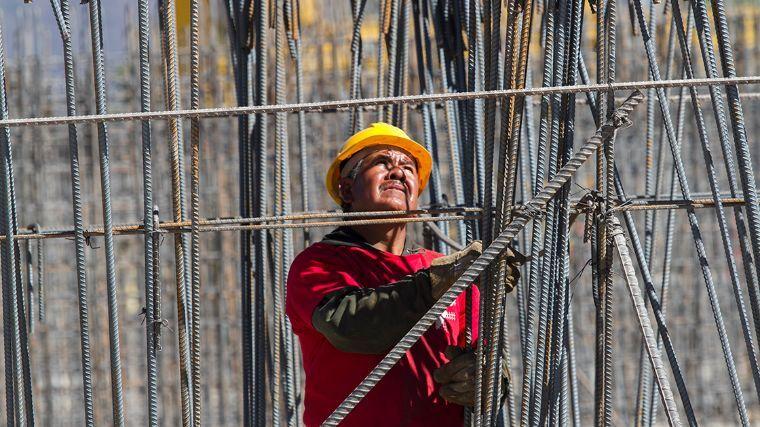 """Aumento de empleo se ve opacado por estancamiento """"sin precedente"""" de salarios: OCDE"""