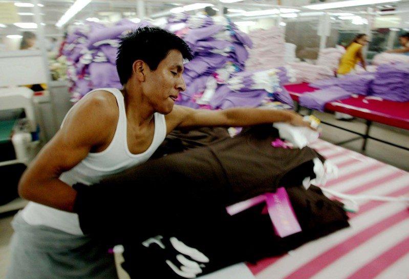 Aumento de SM redujo pobreza de medio millón de trabajadores