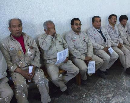 Autorizan despido de 13 mil en Pemex