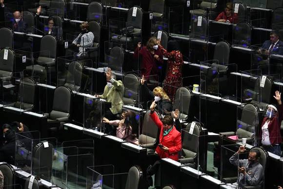 Avalan que empleadores paguen luz e internet de home office