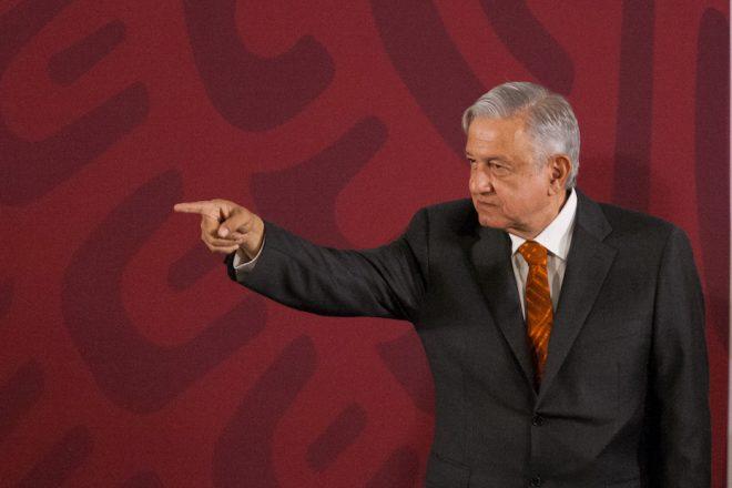 Banxico ve recesión; Presidente  sabe más y dice que no