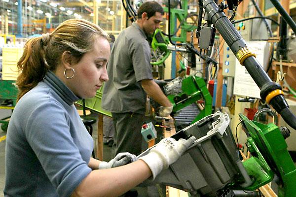 Brecha laboral entre mujeres y hombres pega en pensiones