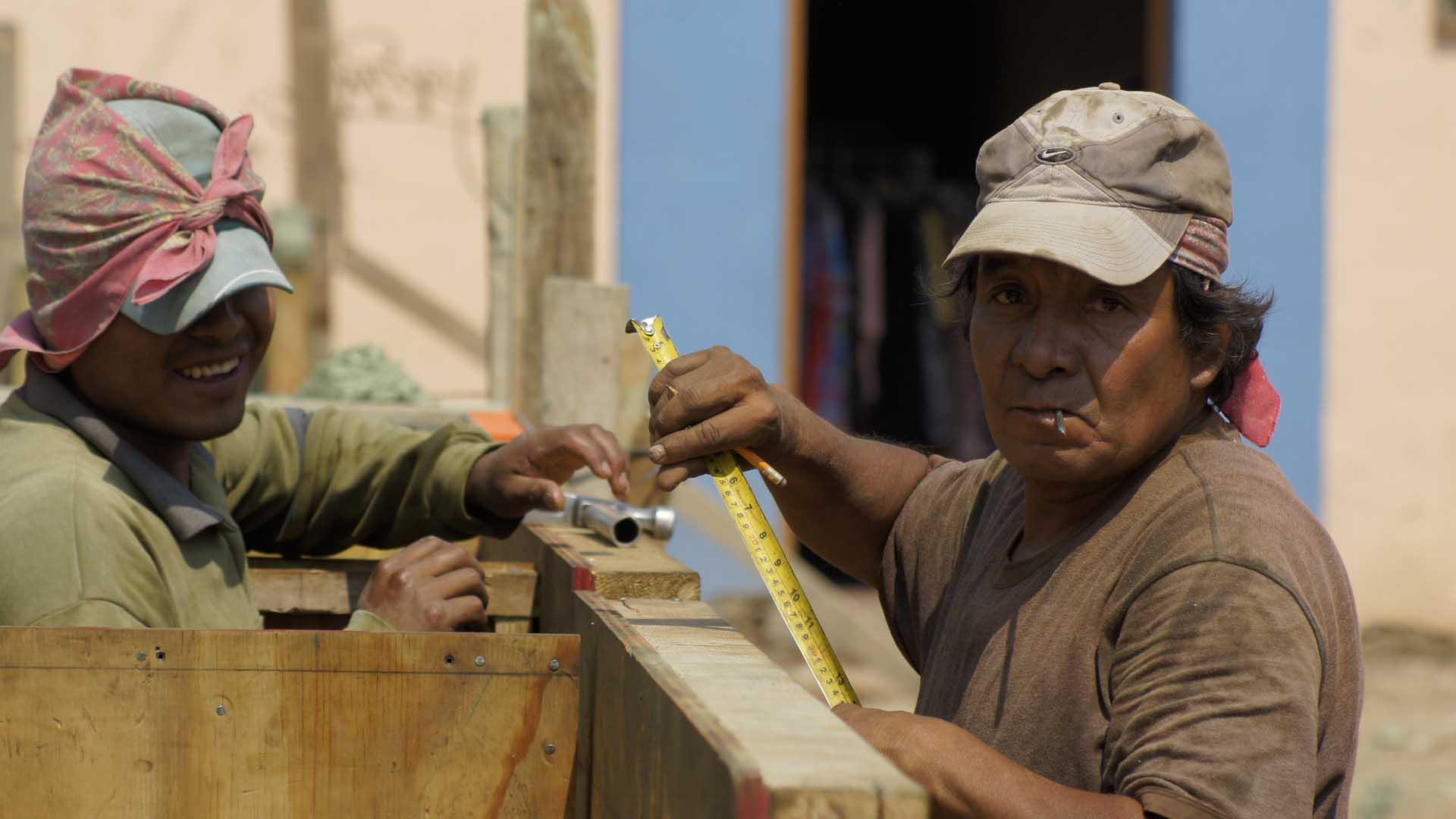 Buscan dar seguridad social y apoyo económico mensual a albañiles de México