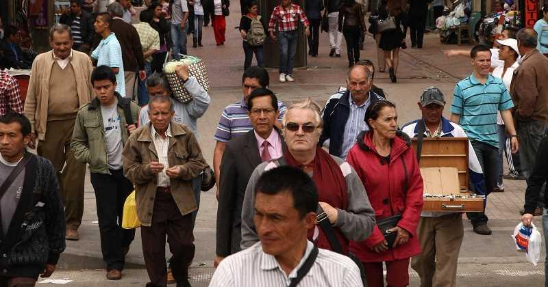 Buscan eliminar discriminación laboral hacia mayores de 40 años
