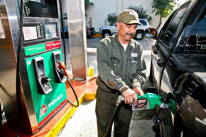 Buscan garantizar derechos de trabajadores de gasolineras