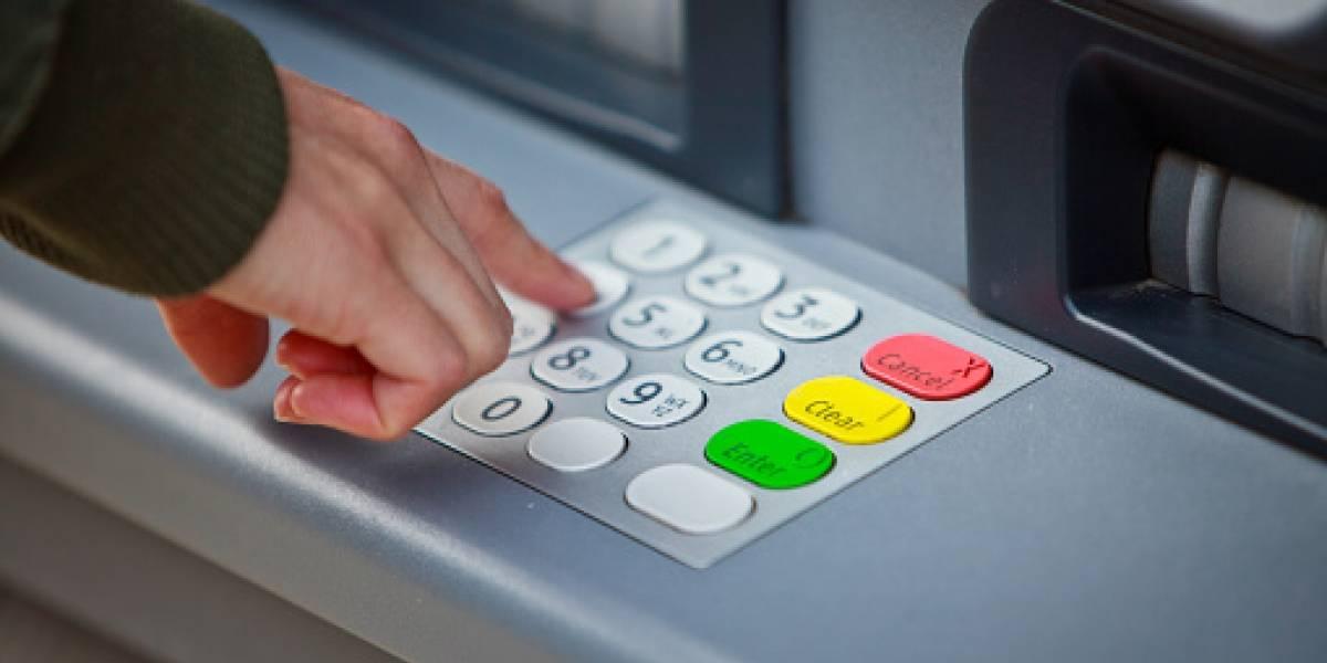 Buscan librar al salario de comisiones bancarias