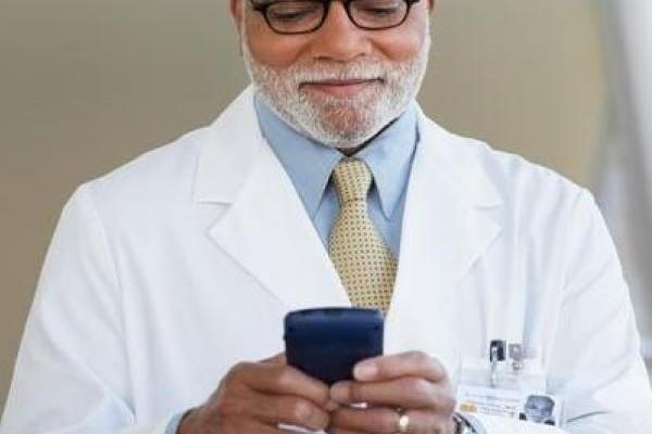 Buscan limitar uso excesivo de celular en hospitales