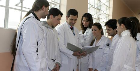 Buscan normar jornada laboral de médicos residentes