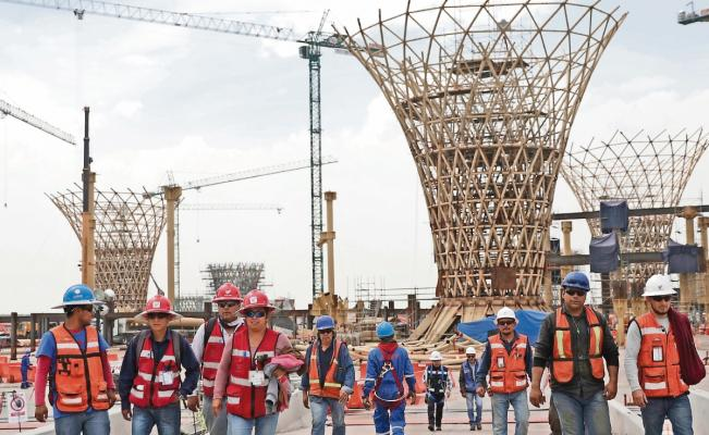 Buscarán dar empleo a los 46 mil trabajadores del NAIM