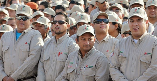 """""""Caen"""" los primeros 15 mil trabajadores en Pemex"""