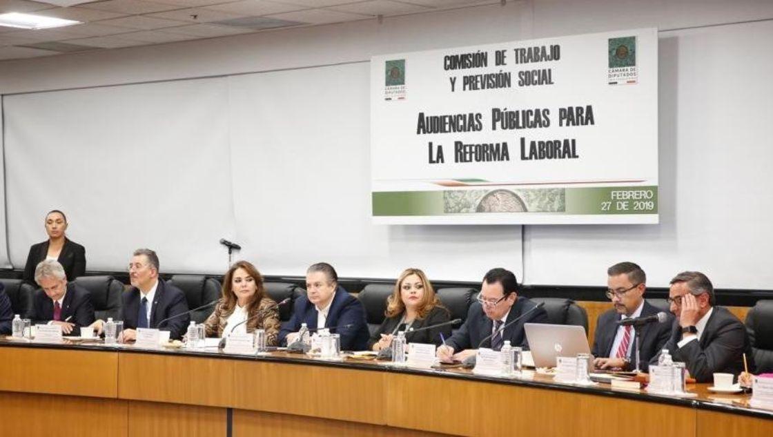 Centrales obreras cuestionan la reforma laboral de Morena