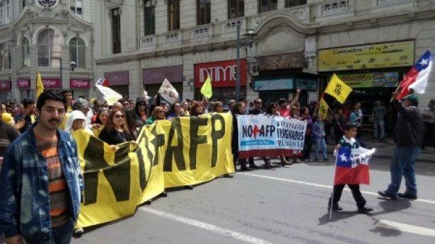 Chilenos protestan contra pensiones