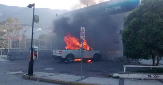 """Chilpancingo en """"llamas"""", arman a trabajadores para defenderse"""