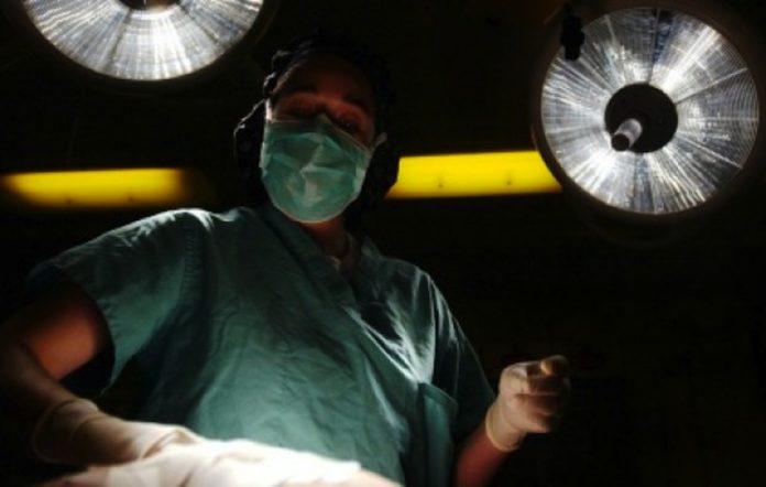 Cirugía cerebral reduce síntomas de enfermedad de Parkinson