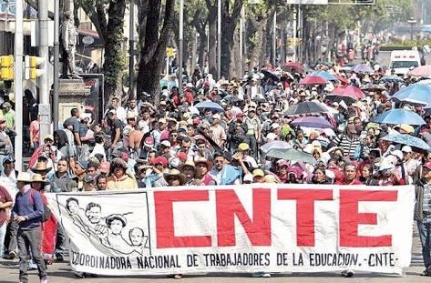 CNTE amaga con movilización nacional