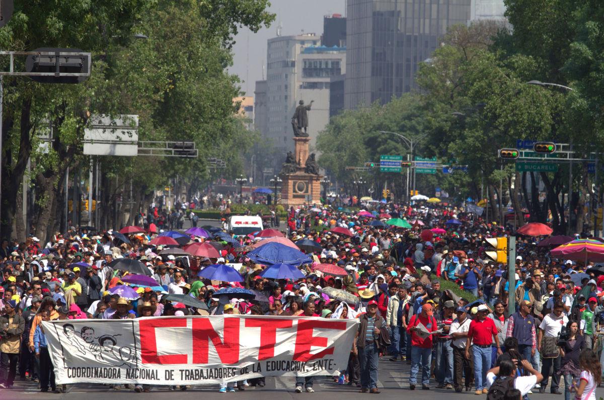 CNTE renueva protestas y clausura sedes de la evaluación magisterial