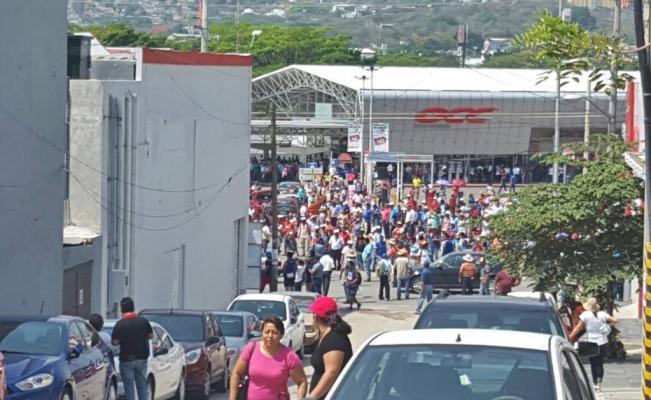 """CNTE """"toma"""" plazas comerciales en Chiapas"""