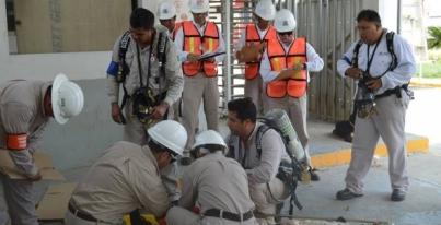 """Coloca el STPRM """"personal no calificado"""" para operar Pemex"""