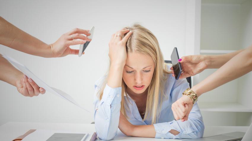 Cómo identificar y combatir el estrés laboral