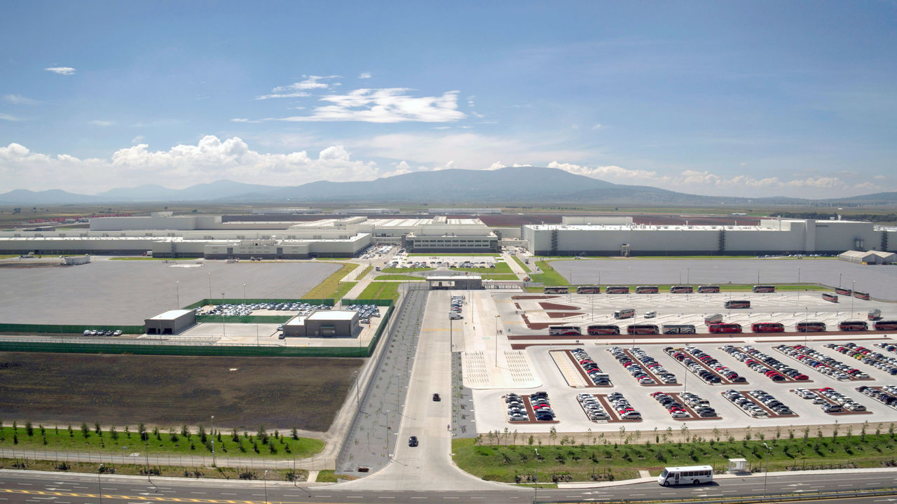 Con paros técnicos, busca Audi de México mantener plantilla laboral