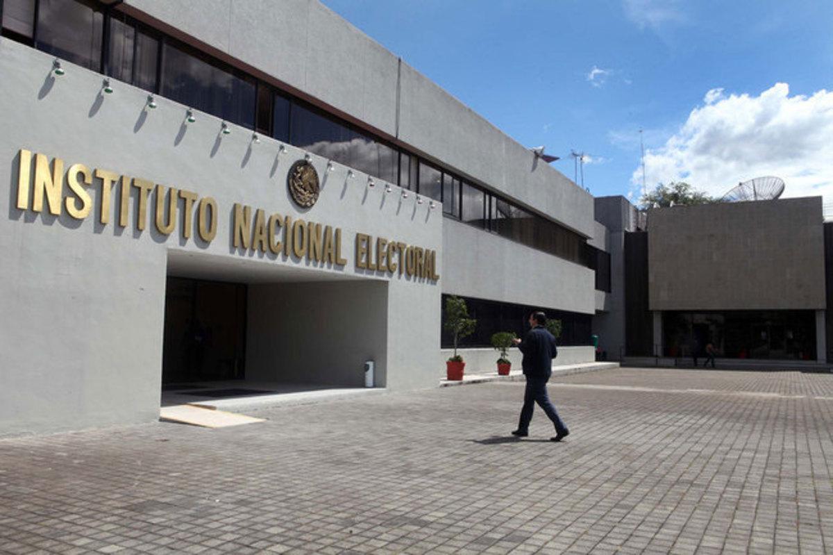 Contempla INE reducción de 500 mil pesos en salarios