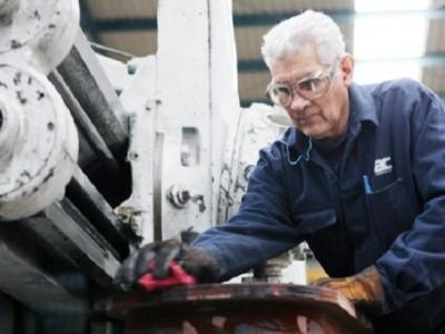 Convenios con empresas dan empleo a unos 20 mil adultos mayores