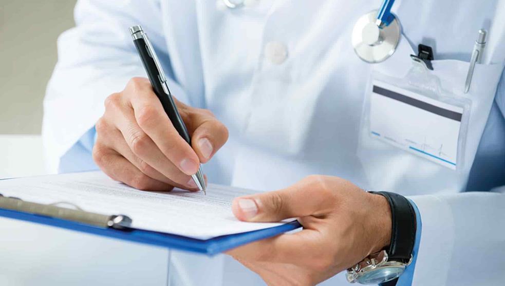 Convocan a médicos de 60-65 años para trabajar en hospitales no COVID