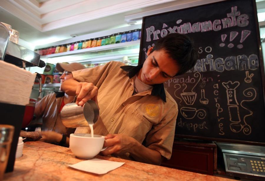 Coronavirus llega a México cuando más gente necesita un segundo empleo